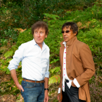 Alain Souchon and Laurent Voulzy, feet in France, heart in England