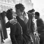 Baiser devant l'Hôtel de ville, de Robert Doisneau