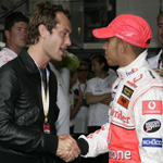 Jude Law et Lewis Hamilton.