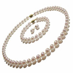 pearl set of jewellery