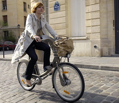 Parisian woman making use of the ever-useful basket
